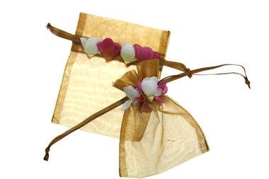 Organza zakje met mini rozenblaadjes Goud