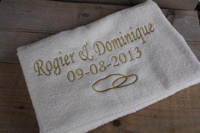 Badhanddoek met namen en trouwdatum