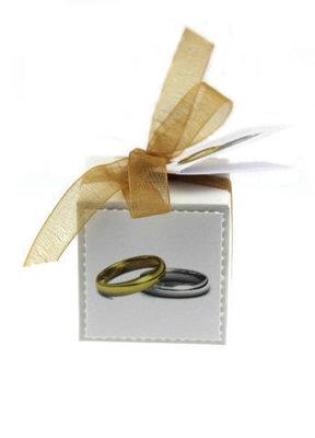 Huwelijksbedankjes kubusdoosje met label en kaartje trouwringen