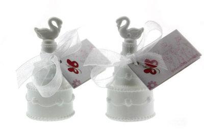Huwelijksbedankje bellenblaas bruidstaart zwaan