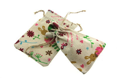Katoenen zakjes bloem en konijn