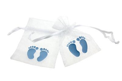 Organza zakjes wit met babyvoetjes licht blauw