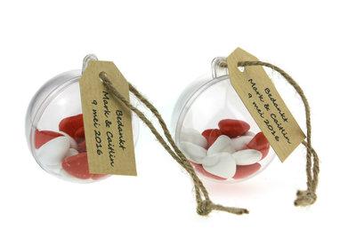 Bedankjes bol 5 cm met wit en rode suikertjes