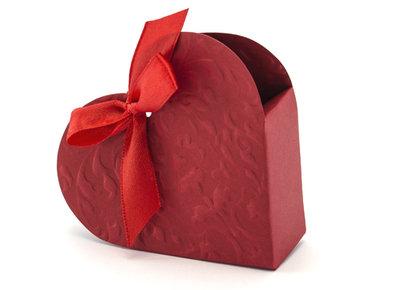 Doosje hartvormig rood met relief