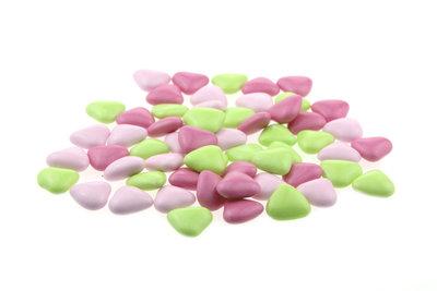 1 kilo Bruidsuiker hartvormig mini mix roze fuchsia groen