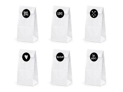 Witte papieren zakjes met liefde mix stickers 6 stuks