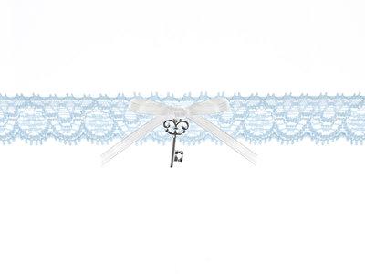 Kousenband licht blauw kant wit strikje