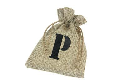 Jute zakjes letter P 9.5 x 13.5 cm