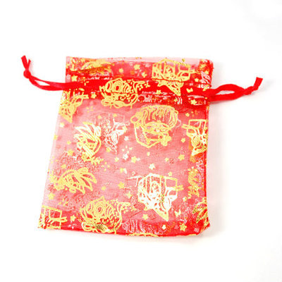 Organza zakjes kerst rood met goud kerstman en kadootjes 7 x 9 cm
