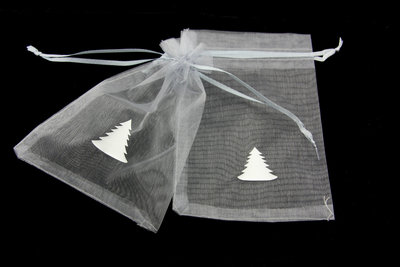 Organza zakjes 10 x 15 cm zilver met witte kerstboom