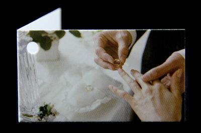 Kaartjes handen bruidspaar