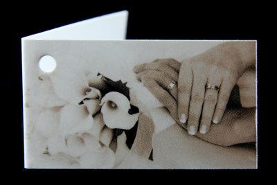 Kaartjes handen bruidspaar sepia